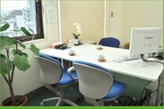 相談室1は明るく眺望のよい部屋となっております。