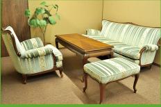 相談室2は落ち着いた雰囲気の部屋となっております。